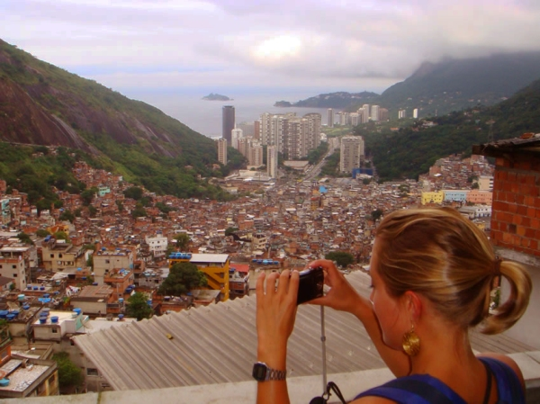 favela tour be a local