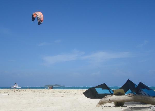 Kitesurf na praia de Spratt Bight