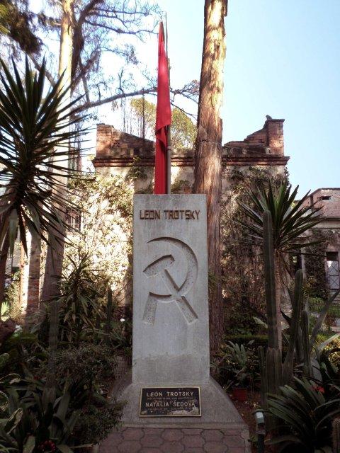 Túmulo de Trotsky e Natália Sedova