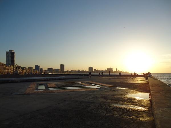 Malecón (Avenida Beira-Mar) em Havana Foto: Rodrigo Souto
