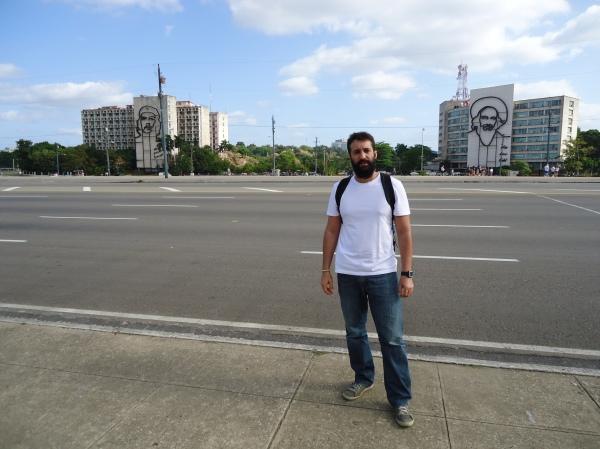Prédios do Ministério do Interior e Centro de Telecomunicações, com os murais de Che Guevara e Camilo Cienfuegos