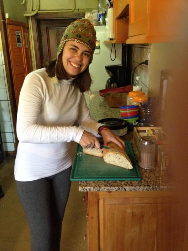 Preparando o Café da Manhã do Hostel Achalay de Bariloche. Contato feito pelo Worldpackers