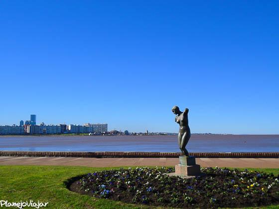 Com um pouco de zoom eu consegui limpar a foto (Montevidéo - Uruguai)