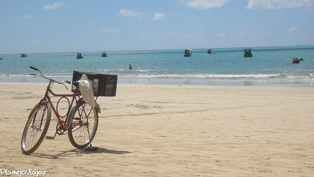 Aqui já ficou mais claro que o assunto é uma bicicleta na praia. (Maragogi - Alagoas)