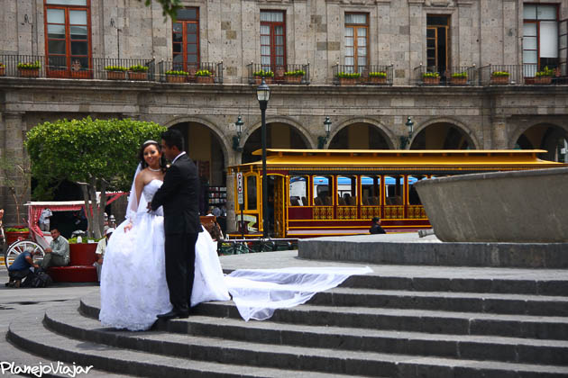 Seria uma boa foto se no fim das contas o foco estivesse no casal... (Guadalajara - México)